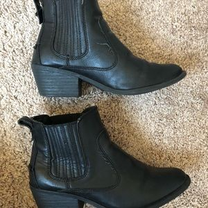 Shoes - Black Chelsea booties